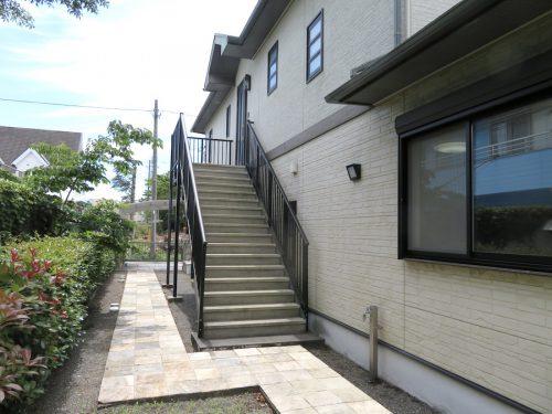 2階玄関への階段