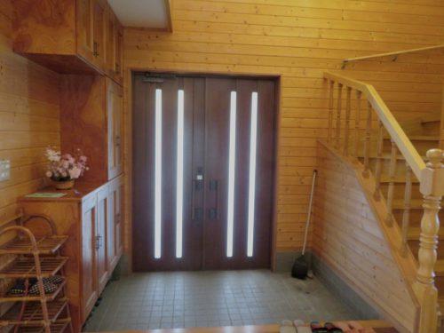 内側から見た玄関(玄関)