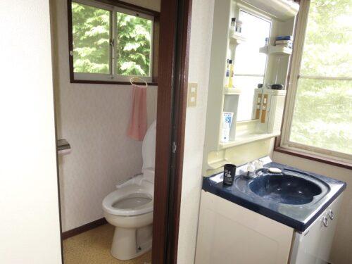 2階洗面台とトイレ(内装)